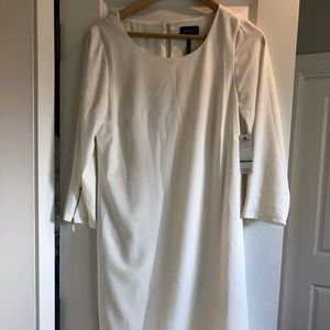NWT Laundry by Shelli Segal- classic white dress!